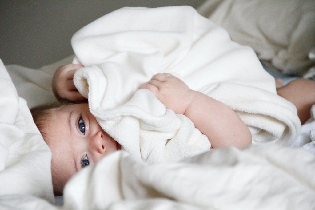 baby 4 maanden slaapt niet wat te doen